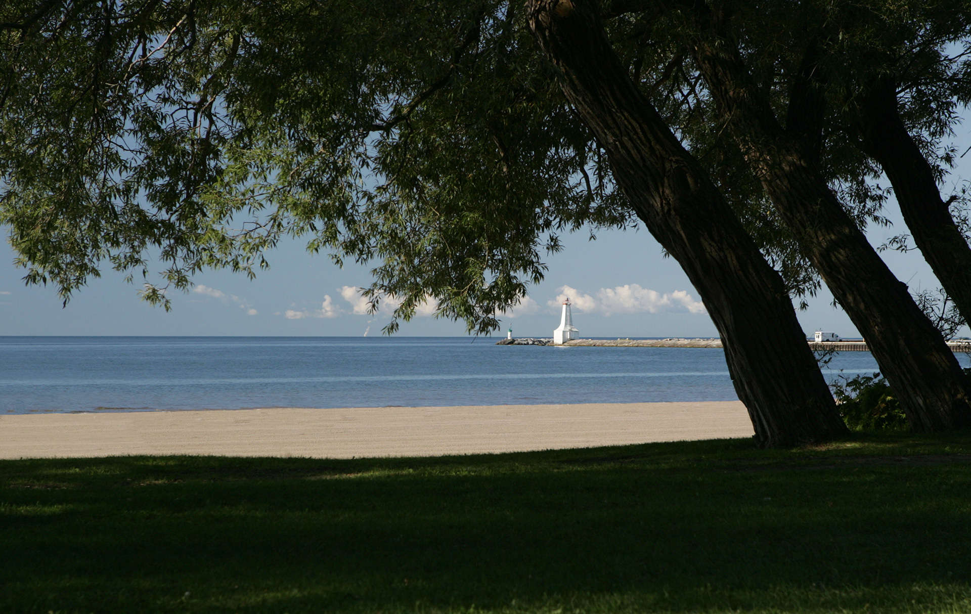 Cobourg beach lighthouse